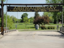 Ashwaubomay Park on Fox River - Ashwaubenon