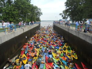 Park 2 Park paddlers in the Menasha Lock.